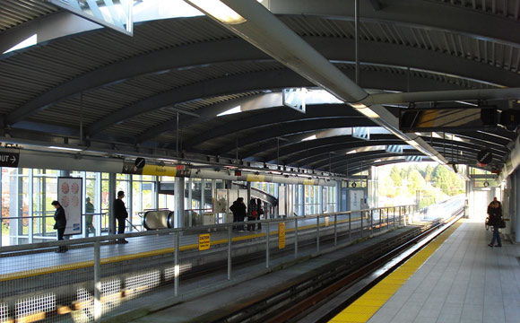 Vancouver_BC_Holdom_Skytrain_Station_Platform