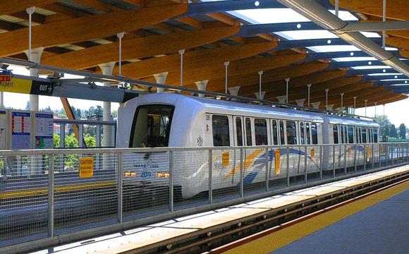 Vancouver_Skytrain_Rupert_station_train